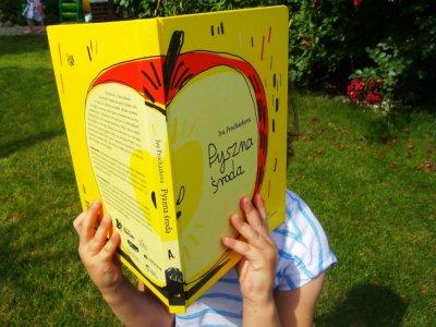 """""""Pyszna środa"""" – pełna uroku i niebanalnego humoru lektura obowiązkowa na lato"""