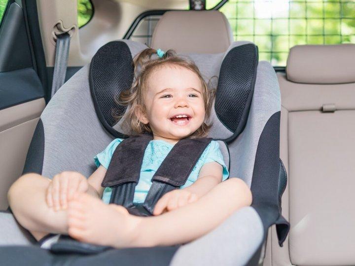 Podróż samochodem z dzieckiem bez fotelika?
