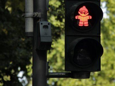 Polski Czerwony Krzyż wraz z Circle K uczy dzieci bezpiecznych zachowań na drodze.