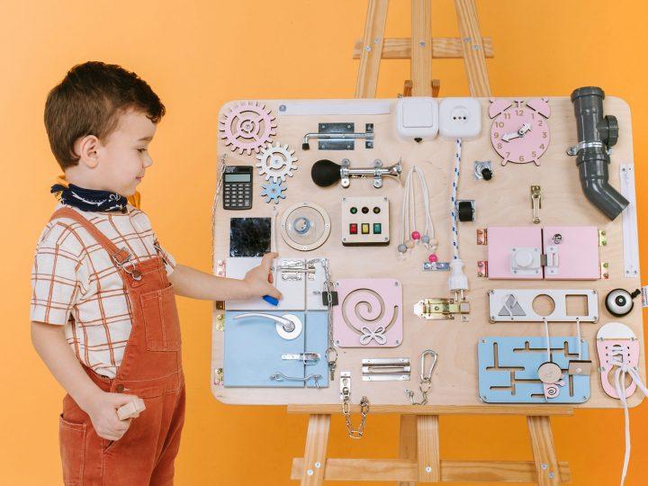 Tablica manipulacyjna a rozwój dziecka